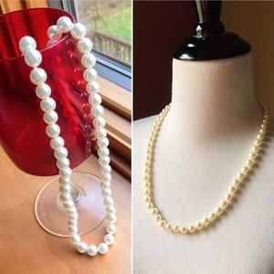 """Vintage classic faux pearls off white 23"""" necklace"""